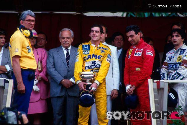 Ayrton Senna, Peter Warr, Michele Alboreto y Neslon Piquet en Mónaco - SoyMotor.com