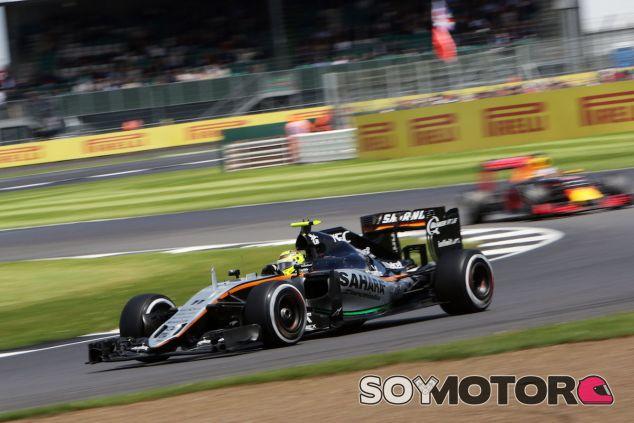 Sergio Pérez durante la carrera en Silverstone - LaF1