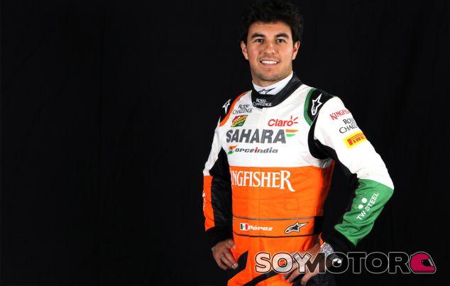 Foto de estudio de Sergio Pérez como piloto de Force India - LaF1