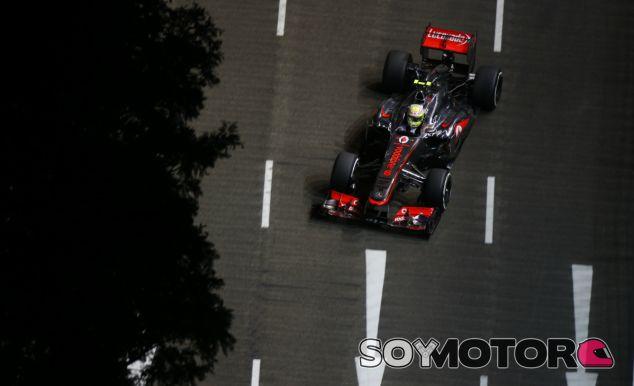 Sergio Pérez durante la clasificación del Singapur F1 2013 - LaF1
