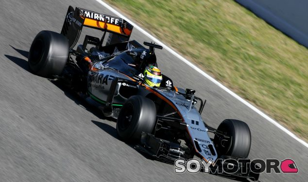 Sergio Pérez durante unos test con Force India - SoyMotor