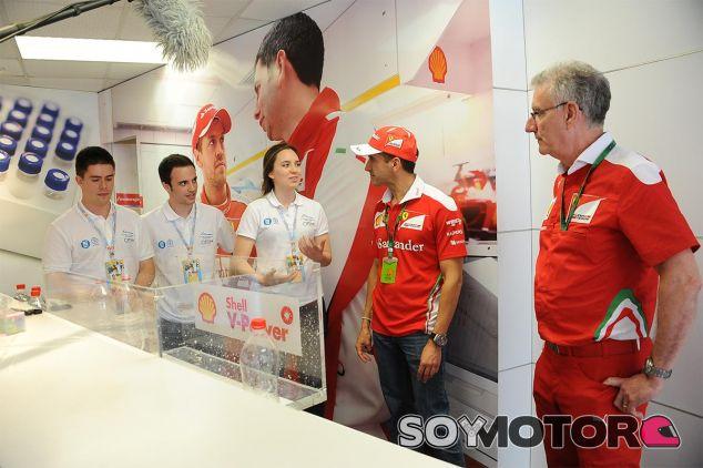 Los estudiantes pudieron conocer a Kimi Räikkönen y a Marc Gené - LaF1