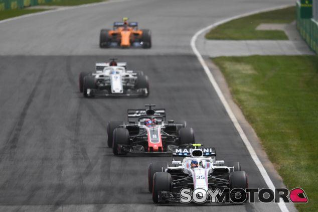 Sergey Sirotkin liderando a otros coches en Montreal – SoyMotor.com