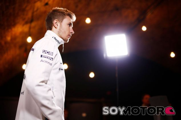 Sergey Sirotkin en la presentación del Williams FW41 – SoyMotor.com