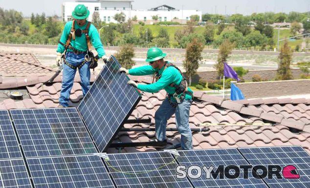 El techo solar de Tesla: Musk los cría, y ellos se juntan - SoyMotor