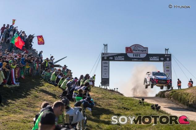Dani Sordo y Carlos del Barrio, en el mítico salto de Fafe - SoyMotor.com