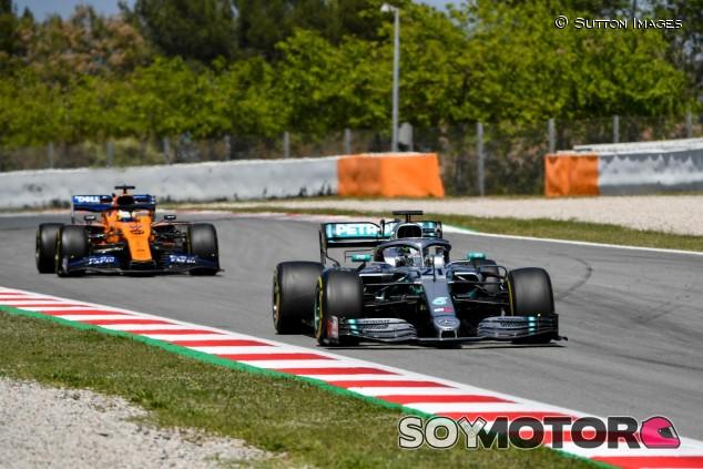 Mercedes y McLaren en los test postcarrera del GP de España 2019 - SoyMotor
