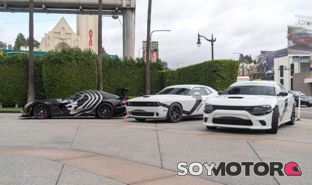 Los tres Dodge con decoraciones de 'Star Wars' posan en Los Ángeles - SoyMotor