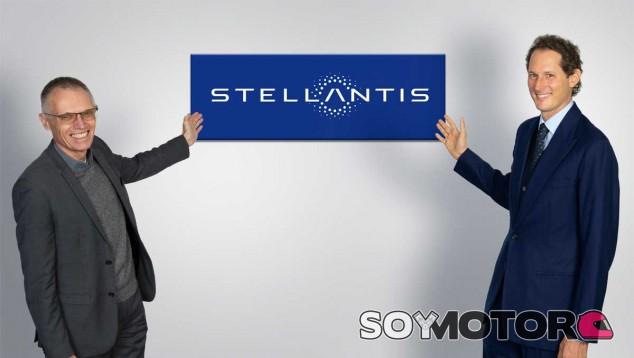 Carlos Tavares y John Elkann, director ejecutivo y presidente de Stellantis - SoyMotor.com