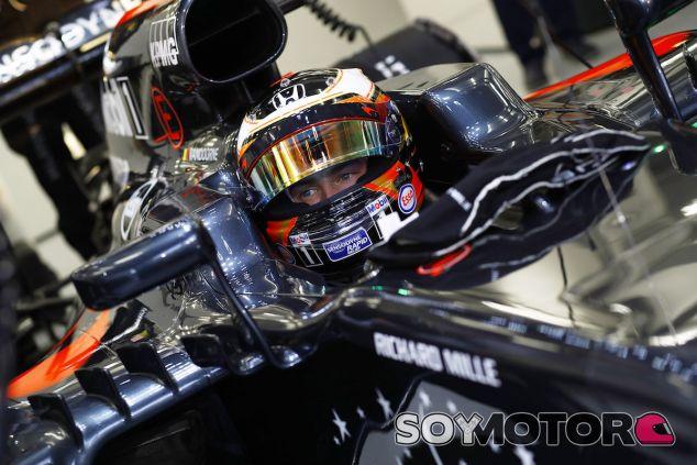 Stoffel Vandoorne en su debut con McLaren en carrera - LaF1