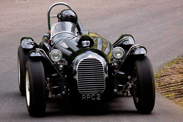 Cuando Kirk Douglas pilotó uno de los coches de Stirling Moss - SoyMotor.com