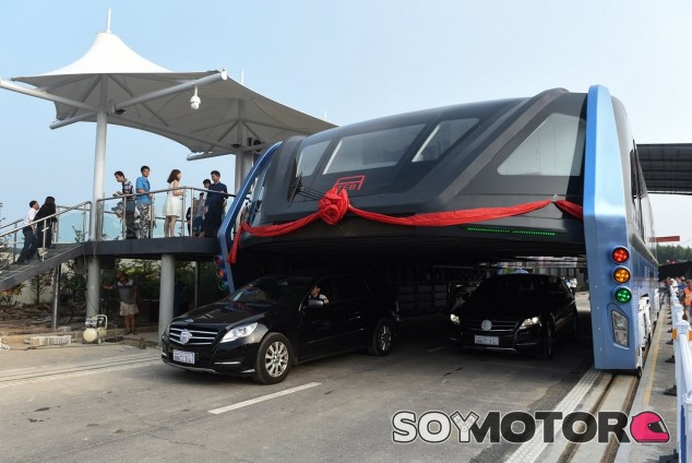 El Straddling Bus - SoyMotor