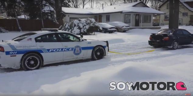 Un Subaru Impreza rescata a la policía - SoyMotor.com