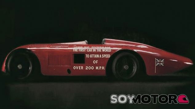 El primer coche que superó las 200 millas/hora, a restauración