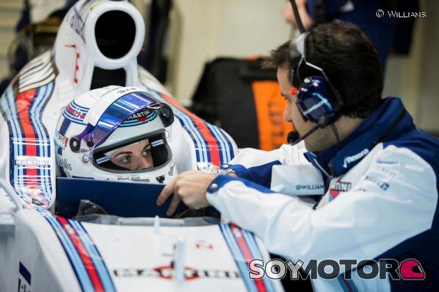 Susie Wolff en el FW37 durante los test de pretemporada - LaF1