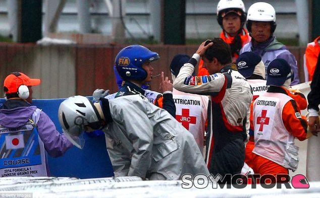 Adrian Sutil en el lugar del accidente de Jules Bianchi - LaF1