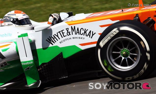 Adrian Sutil con neumáticos Pirelli en su VJM06 - LaF1