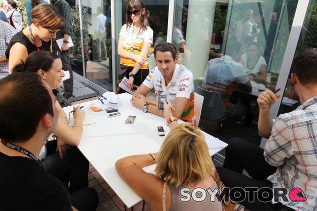 Adrian Sutil atiende a los medios de comunicación - LaF1