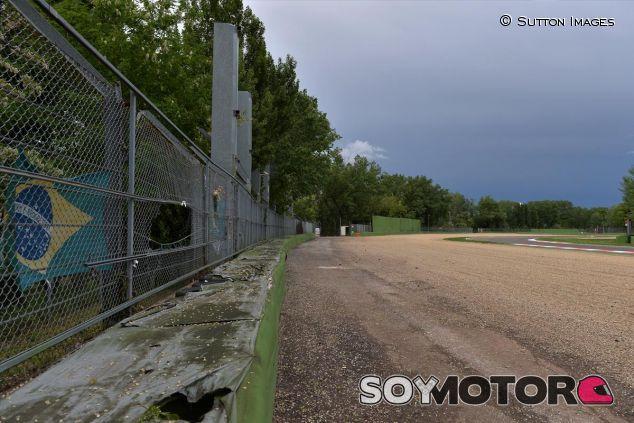 Bandera brasileña en Tamburello, la curva donde Ayrton Senna sufrió su accidente - LaF1