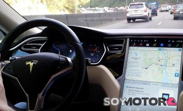 El 'piloto automático' de Tesla ayudará al conductor en su día a día - SoyMotor