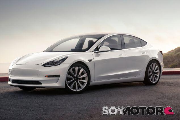 El Tesla Model 3, cuestionado por su distancia de frenado - SoyMotor.com