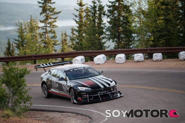 Tesla Model S Plaid en Pikes Peak - SoyMotor.com