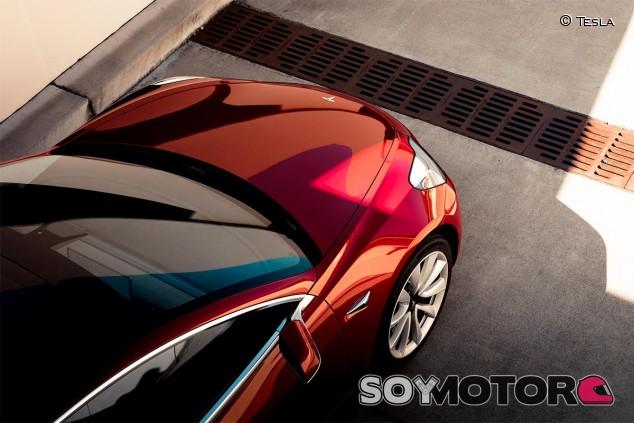Tesla se mantiene en pérdidas y cae en bolsa en el segundo trimestre - SoyMotor.com