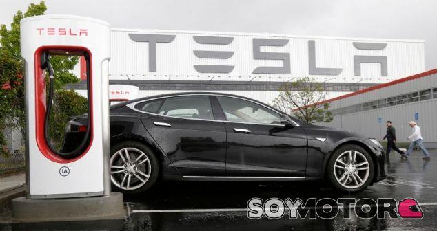 Tesla trabaja tanto en los tiempos de carga como en la seguridad de sus baterías - SoyMotor