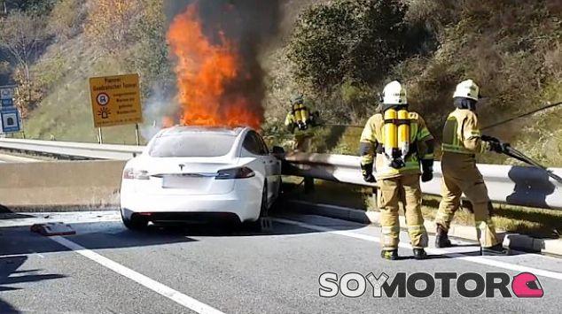 Tesla Model S Incendio - SoyMotor.com