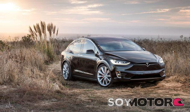 Ha recibido muchas críticas, pero el Autopilot de Tesla también tiene grandes ventajas - SoyMotor