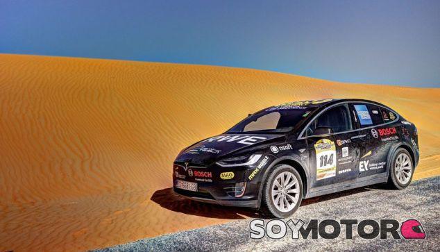 El Tesla Model X ante el desafío del desierto – SoyMotor.com
