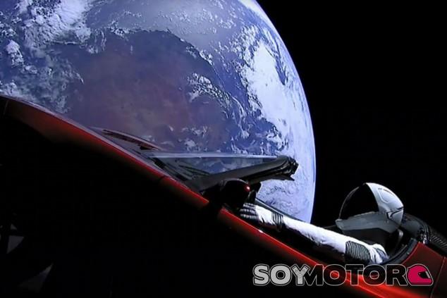 El Tesla Roadster lanzado al espacio completa su primera órbita al sol - SoyMotor.com