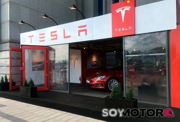 Tesla abre en Barcelona su primera tienda en suelo español, y una temporal en Madrid - SoyMotor.com