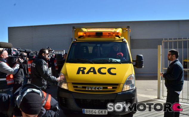 Fernando Alonso ha llegado al Centro Médico en ambulancia tras su accidente - LaF1