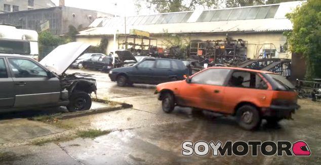 Persecución extrema en un desguace - SoyMotor.com
