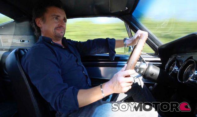 Richard Hammond a los mandos de un Ford Mustang clásico - SoyMotor