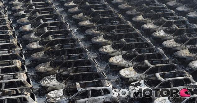 Más de 3.500 coches nuevos destrozados tras la explosión de Tianjin