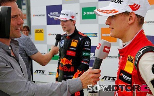 Dan Ticktum y Mick Schumacher - SoyMotor.com