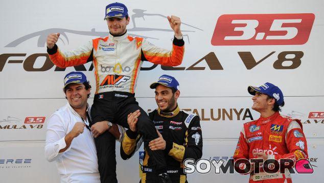 La 'maldición de Montmeló' hace campeón de la Fórmula V8 3.5 a Tom Dillmann