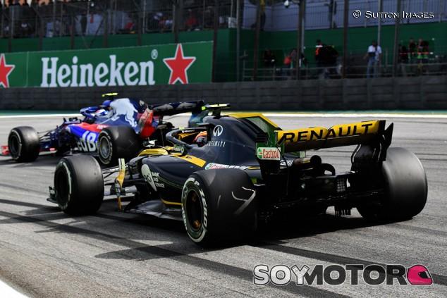Pierre Gasly y Carlos Sainz Jr. en Interlagos - SoyMotor.com