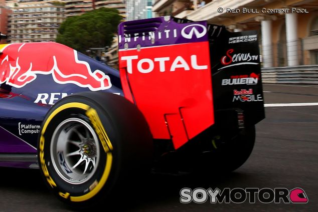 Total luce grande en el alerón trasero del Red Bull - LaF1