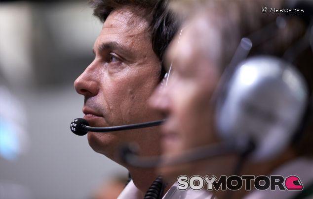 Toto Wolff, director ejecutivo de Mercedes, en el Gran Premio de Baréin - LaF1