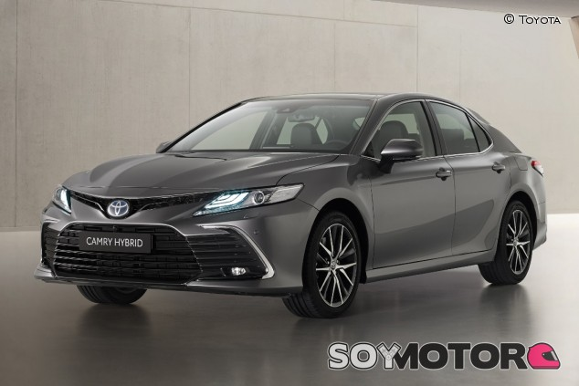 Toyota Camry 2021: puesta al día sin cambio mecánico - SoyMotor.com
