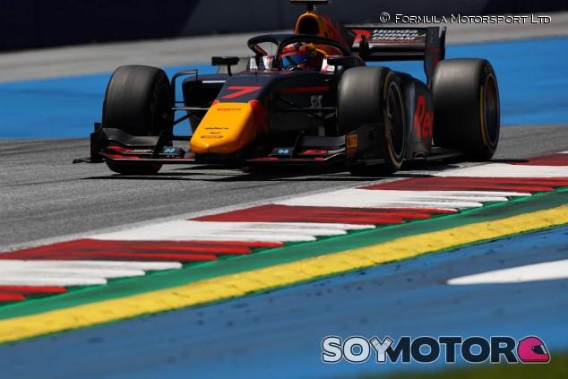 Tsunoda logra su primera Pole de F2 en casa de Red Bull - SoyMotor.com