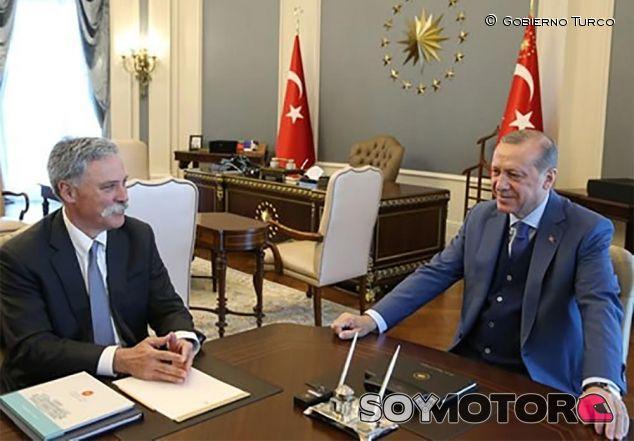 Chase Carey y el presidente turco Erdogan - SoyMotor