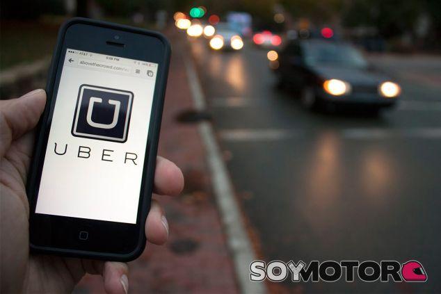 """Uber vuelve a Barcelona """"para quedarse"""" pese a la presión del taxi - SoyMotor"""