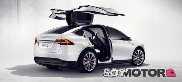 El Tesla Model X recibe su primera gran actualización, el 'update' V8.0 - SoyMotor