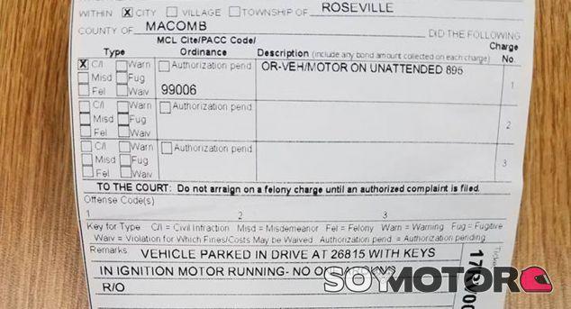 Multado por dejar el coche en marcha frente a su casa - SoyMotor.com