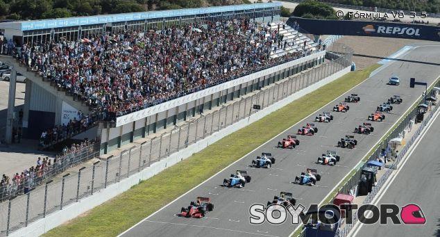 Carrera de la Fórmula V8 3.5 a punto de arrancar - LaF1