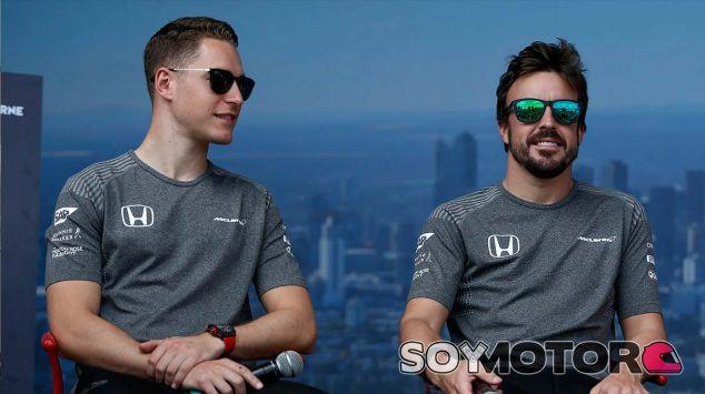 Duelo virtual entre Alonso y Vandoorne en 'casa' de Chandon - SoyMotor.com